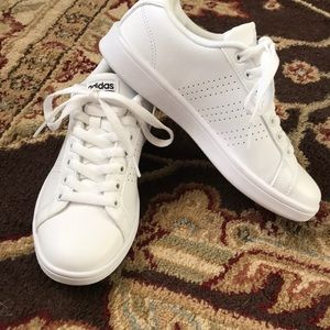 adidas Shoes - Adidas sneaks classic white